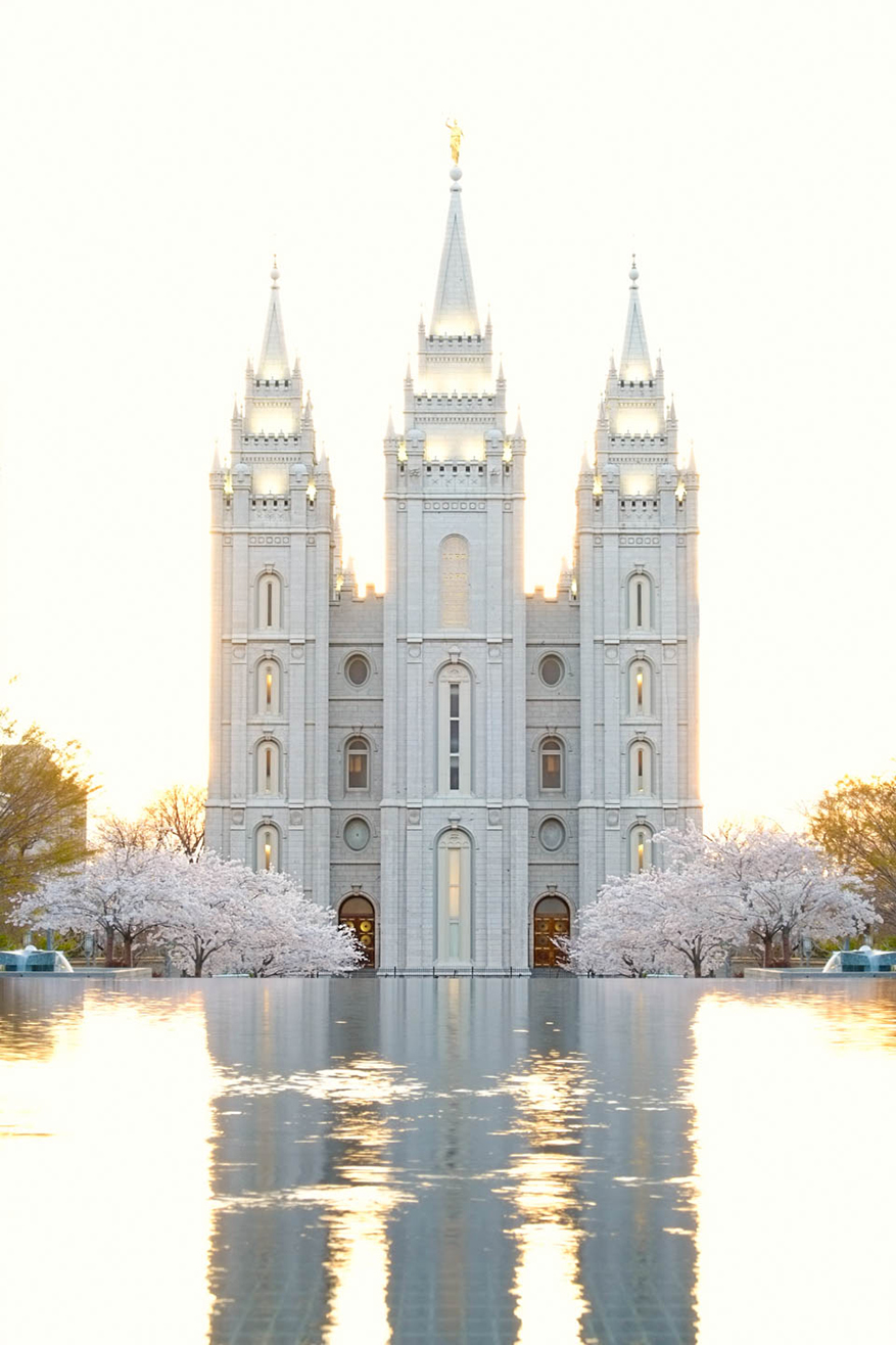 salt-lake-temple-at-dusk