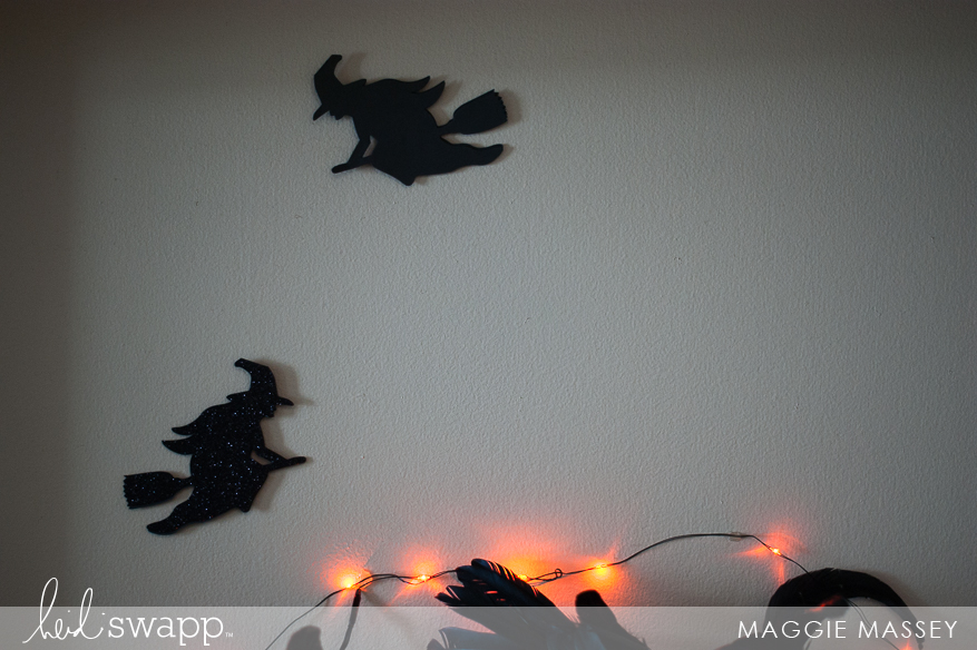 Halloween in Lights EEK Wreath | @MaggieWMassey for @heidiswapp